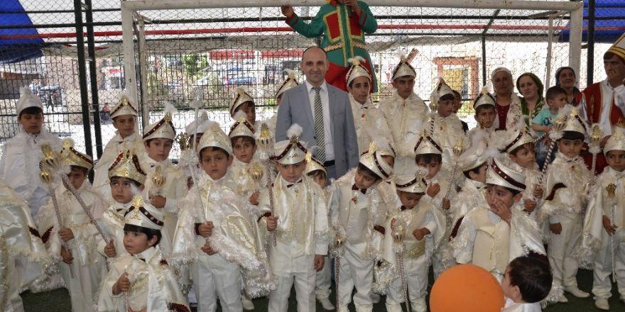 Beytüşşebap'ta 40 çocuk sünnet ettirildi