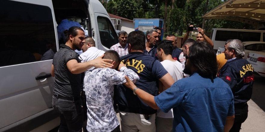 Mersin'de büfeci cinayetinin zanlıları adliyeye sevk edildi