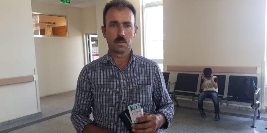 Yolda bulduğu cüzdanı polise teslim etti