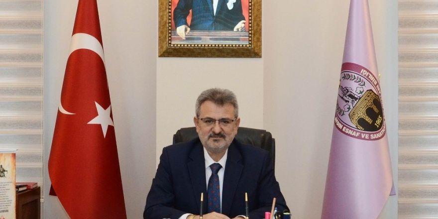 """Başkan Çetindoğan'dan velilere uyarı: """"Önce çocuğunuza sarılın sonra karneyi inceleyin"""""""