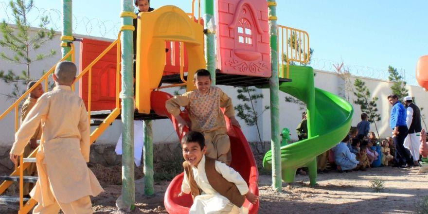 Afganistan'da yetimlere oyun parkı