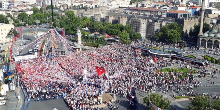 """Cumhurbaşkanı Erdoğan: """"Biz bu meydana kimsenin gölgesi olarak çıkmıyoruz"""""""