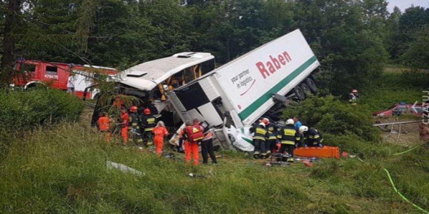 Okul servisi kaza yaptı: 48 yaralı