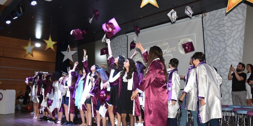 Beyaz Kule Okulları'nda mezuniyet coşkusu
