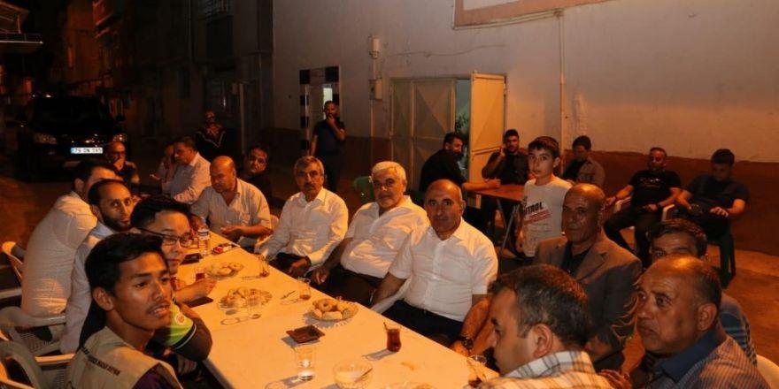 AK Partililer sahura kadar seçim çalışması yapıyor