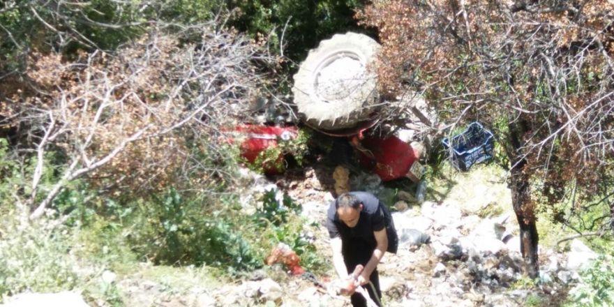 Traktör 40 metrelik uçuruma yuvarlandı: 1 ölü, 1 yaralı