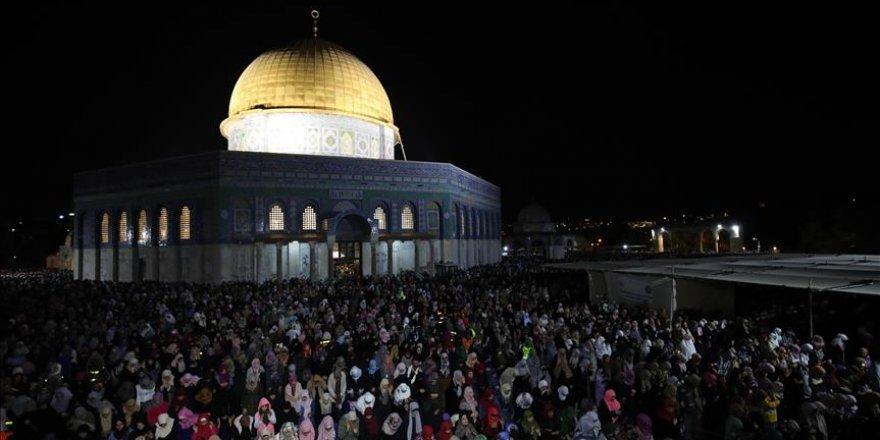 Jérusalem: 350 mille fidèles à la Mosquée Al-Aqsa pour la Nuit du Destin