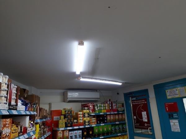 Markette başına floresan lamba düşen kadın yaralandı