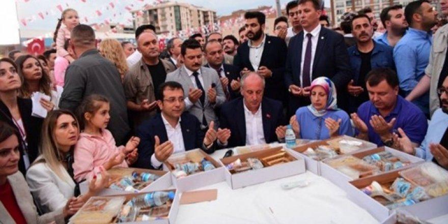 Ateist olduğunu söyleyen CHP'li Canan, iftar sofrasında!