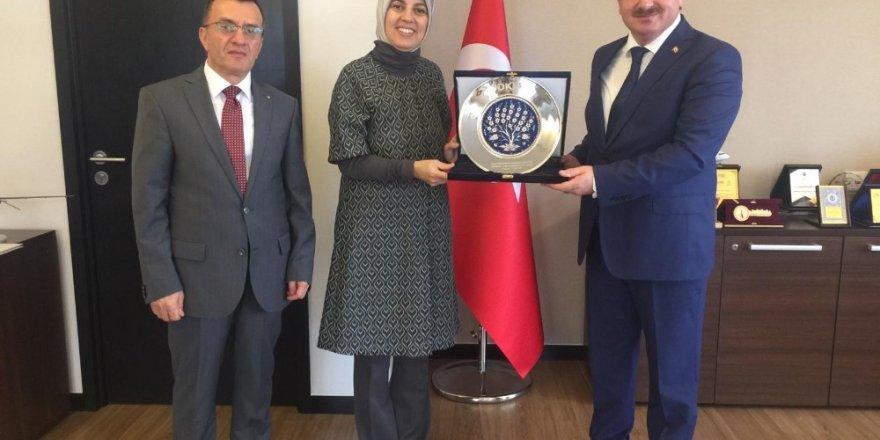 """Büyükelçi Kavakcı: """"Türkiye'nin Kovid-19 ile mücadelesinden gurur duyuyoruz"""""""