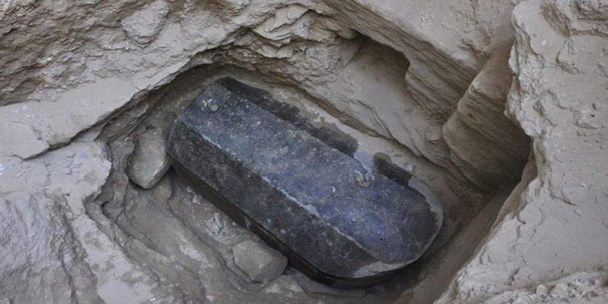 İnşaat için temel kazacaklardı, 2 bin yıllık lahit buldular