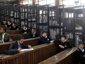 Mısır'da darbe karşıtı 529 kişiye idam cezası - Gösterici öldürene beraat