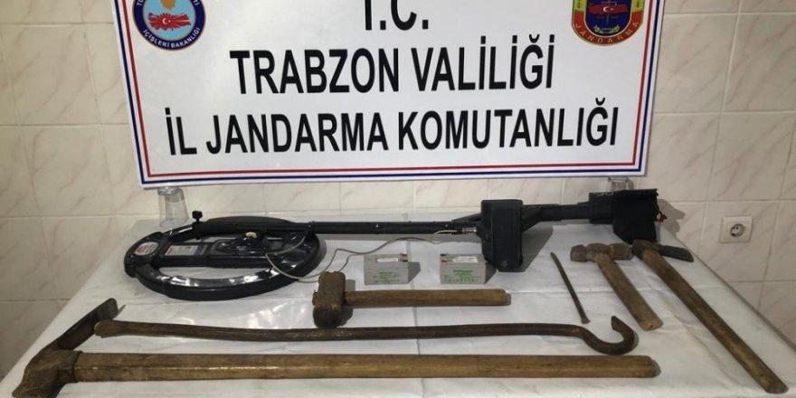Trabzon'da kilisede kaçak kazı yapan defineciler suçüstü yakalandı