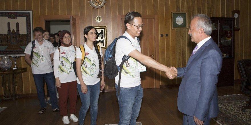 Rektör Çomaklı, Türkçe Yaz Okulu öğrencilerini kabul etti
