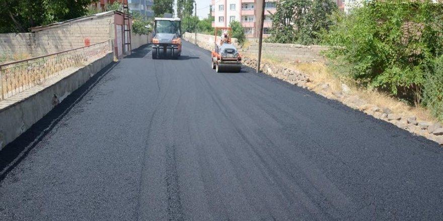 Erciş'te yol asfaltlama çalışması