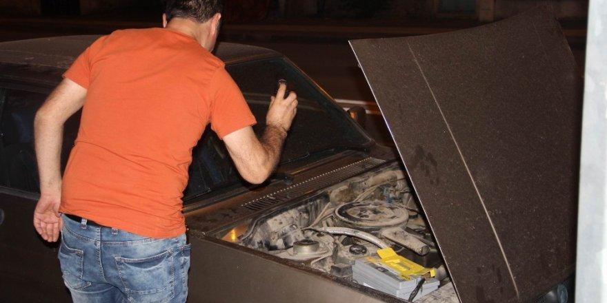 Otomobile giren yılana biber gazlı müdahale