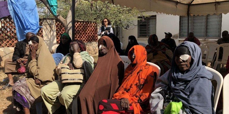 TİKA'dan Kenyalı katarakt hastalarına göz sağlığı kampı