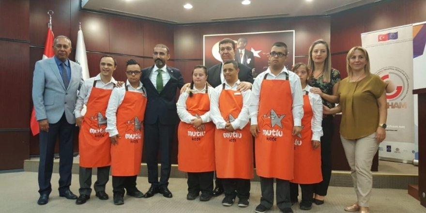 Mutlu kafe çalışanları Ticaret Odası meclis toplantısına renk kattı