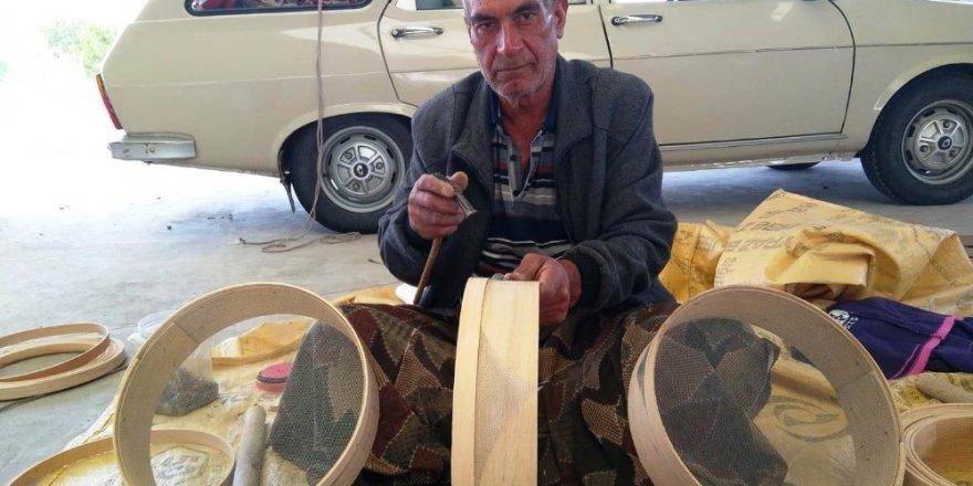 50 yıldır kalbur ve elek yapıp satarak geçimini sağlıyor