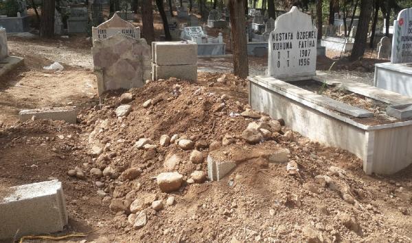 Cenazeler karıştı, mezar kazılıp hata düzeltildi