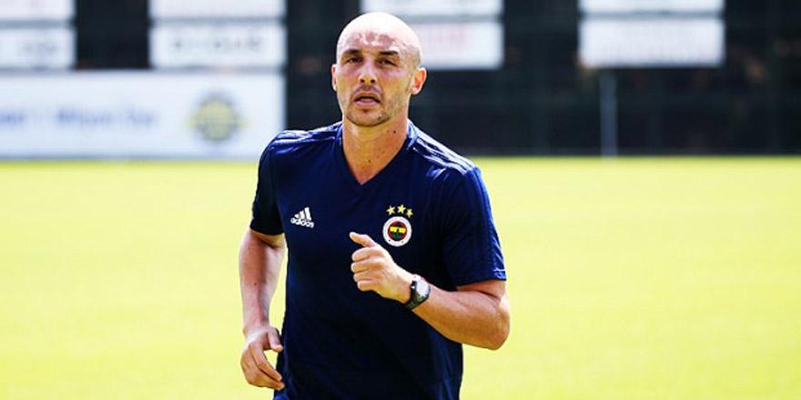 Fenerbahçe'de Aatıf'ın seccadesi olay oldu