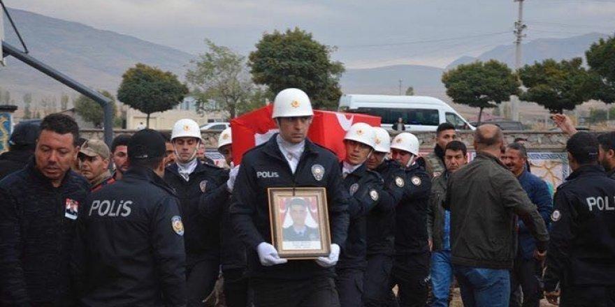 Kalp krizi sonucu şehit düşen genç polis memuru toprağa verildi