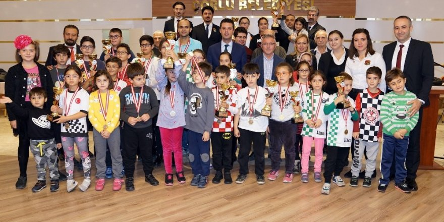 Cumhuriyet Kupası Satranç Turnuvası'nda kazananlar belli oldu