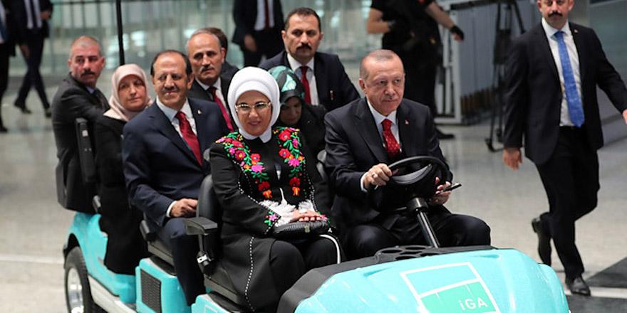 Erdoğan Yeni Havalimanı'nda shuttle kullandı