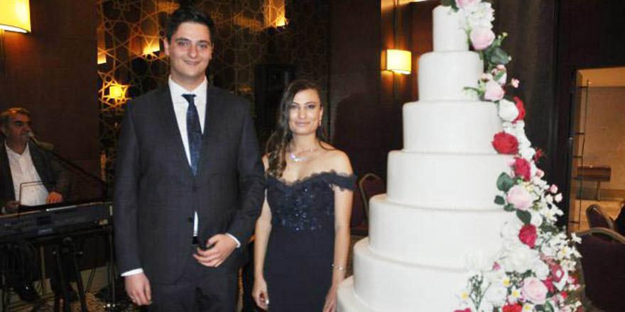 Ebrar ile Teksen nişanlandı