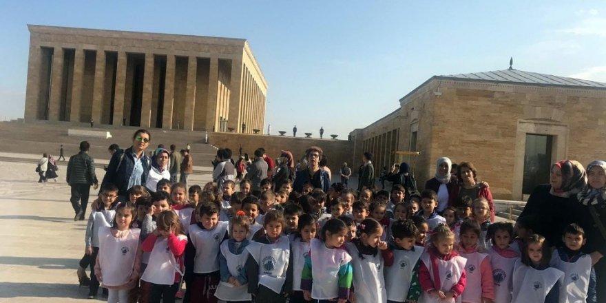Kreş öğrencilerinden Cumhuriyet Bayramı'nda Ata'ya ziyaret