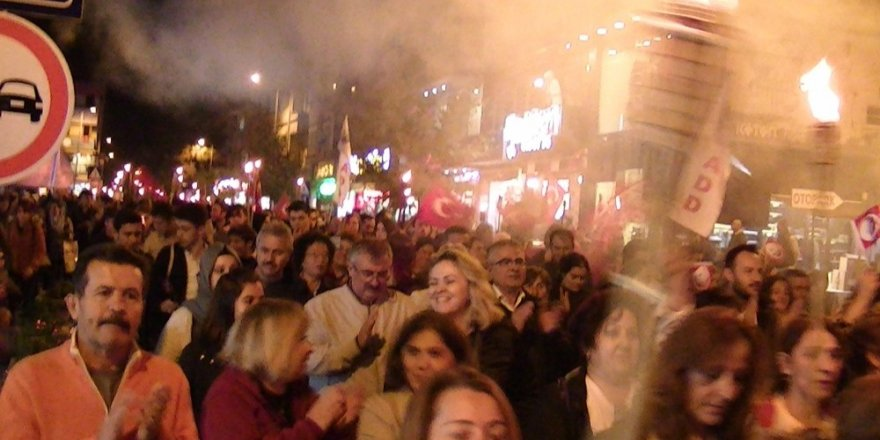 Çaycumalılar Cumhuriyet yürüyüşü yaptı
