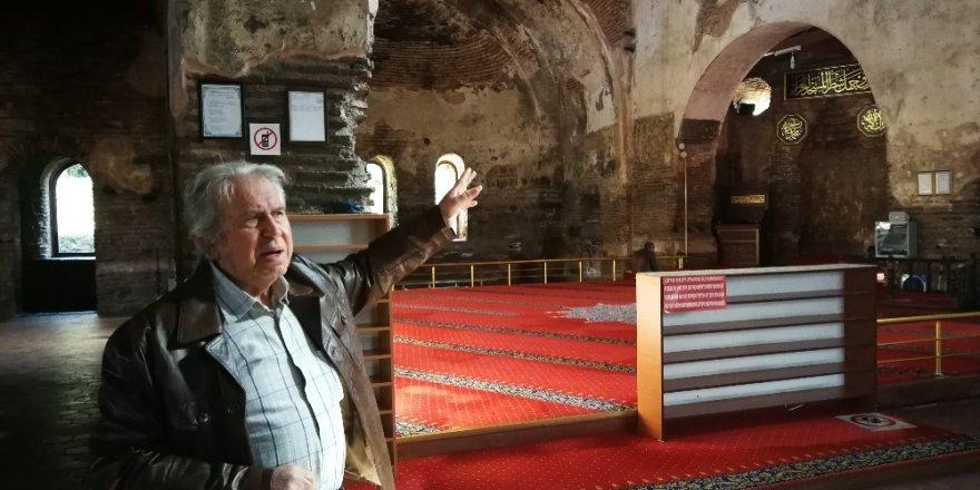 Ayasofya'daki buzlu cam ve pimapenler tartışmaya sebep oldu