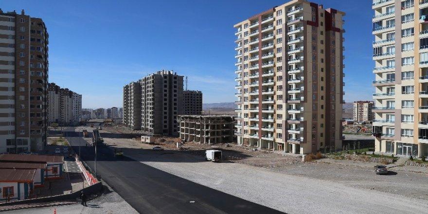 Başkan Çelik, İldem'deki asfaltlama çalışmalarını yerinde inceledi