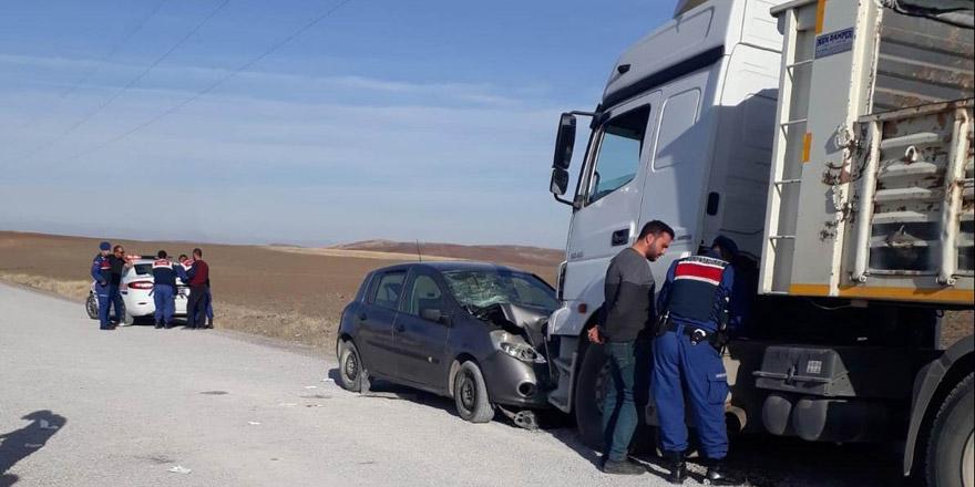 Konya'da tırla otomobil çarpıştı 5 yaralı