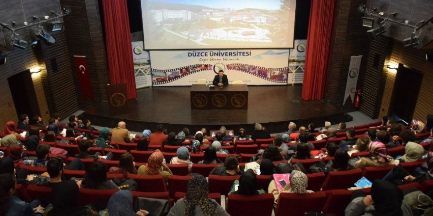 Düzce Üniversitesi'nde Cumhuriyet ve Demokrasi anlatıldı