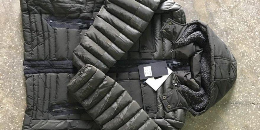 İzmir Limanı'nda zararlı materyaller içeren 22 bin 519 bin adet kışlık mont ele geçirildi