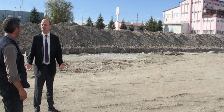 Başkan Bozkurt kapalı pazar yeri çalışmalarını yerinde inceledi