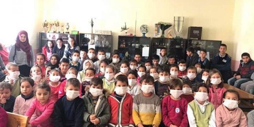 Kulu'da öğrenciler lösemili çocuklara destek için maske taktı