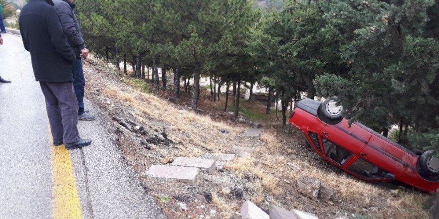 Kontrolden çıkan otomobil mezarlığa uçtu