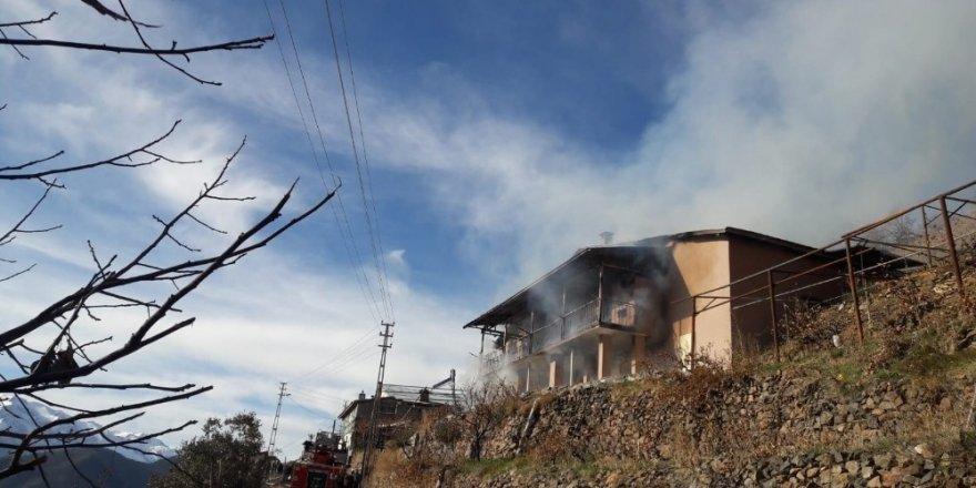 Yayla evi, yangında kullanılamaz hale geldi