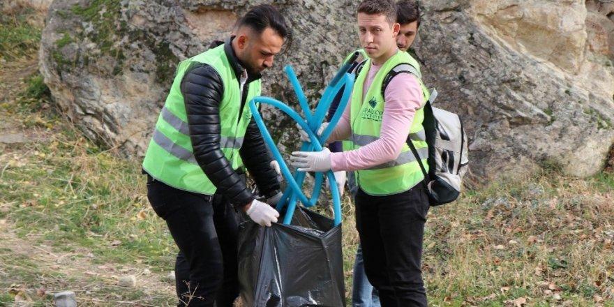 Kapadokya'da üniversite öğrencileri çevre temizliği yaptı