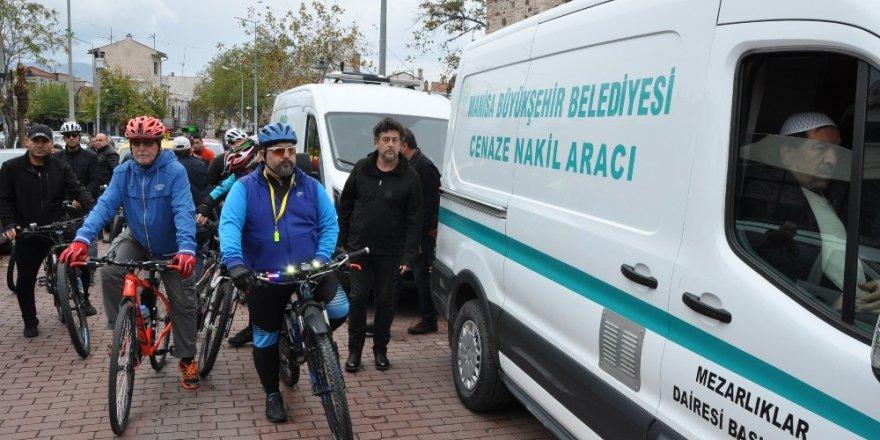Kazada hayatını kaybeden bisikletçi defnedildi