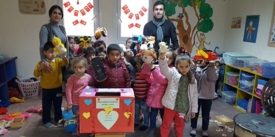 Öğrenciler oyuncaklarını paylaştı