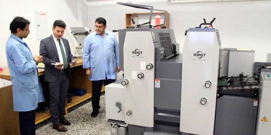 Rektör Karacoşkun Üniversite matbaasında incelemelerde bulundu