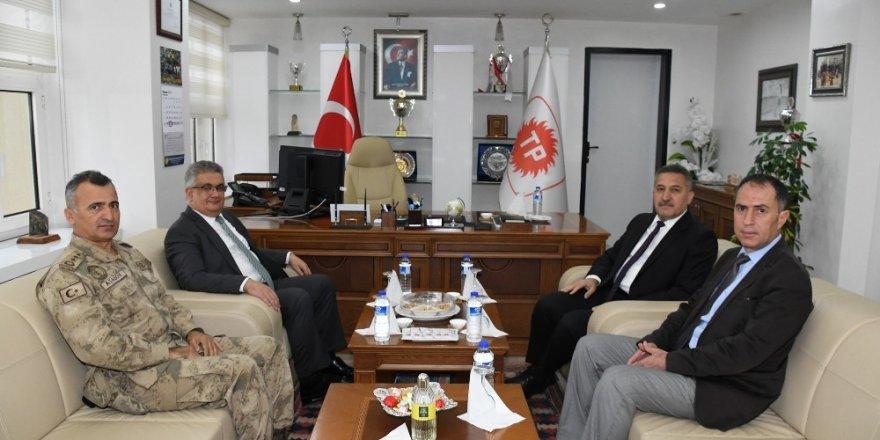 Vali Aykut Pekmez Müdür Aslandere ile bir araya geldi