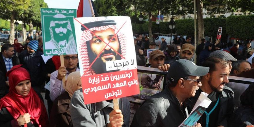Des centaines de Tunisiens manifestent contre la visite de Bin Salman