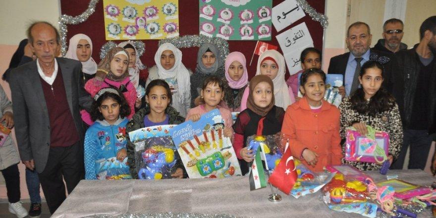 Suriyeli öğrenciler ödüllendirildi
