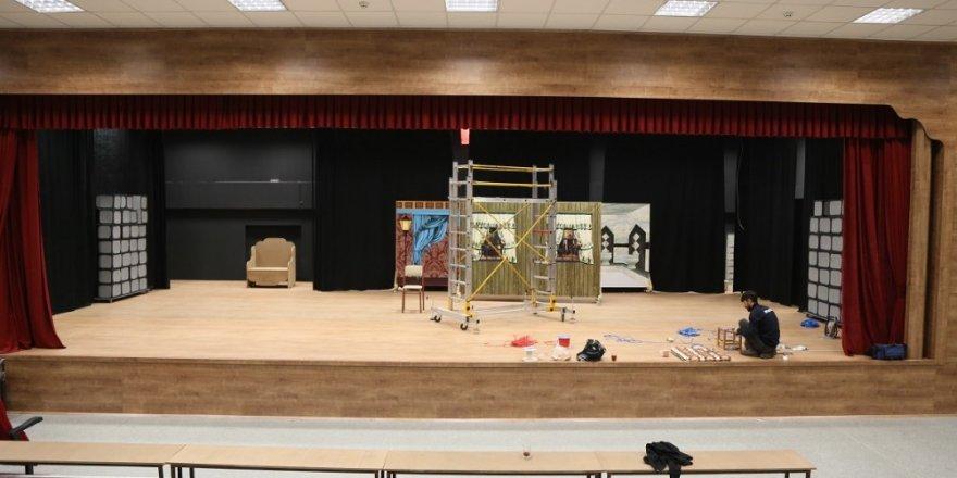 Erzincan Belediyesi Tiyatro Salonu yapıyor