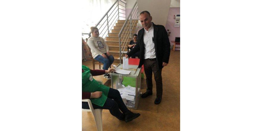 Türkiye'den kaçan Öztürk Gürcistan'da oy kullandı