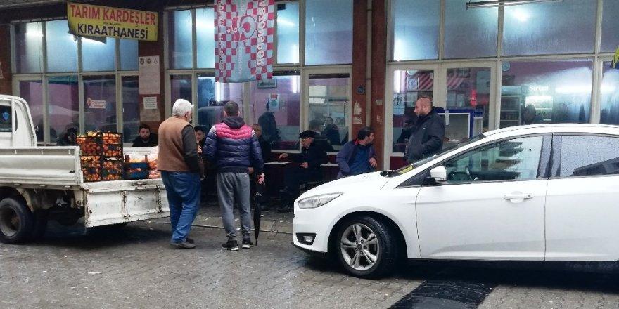 Kahvehane önünde düşen adam hastanede hayatını kaybetti